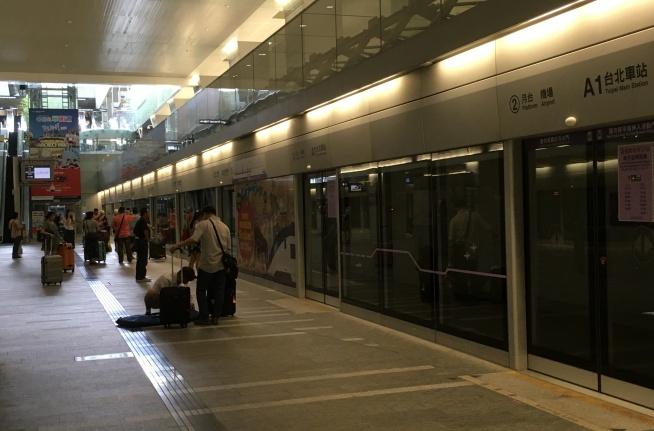momozonoMRT Taipei station